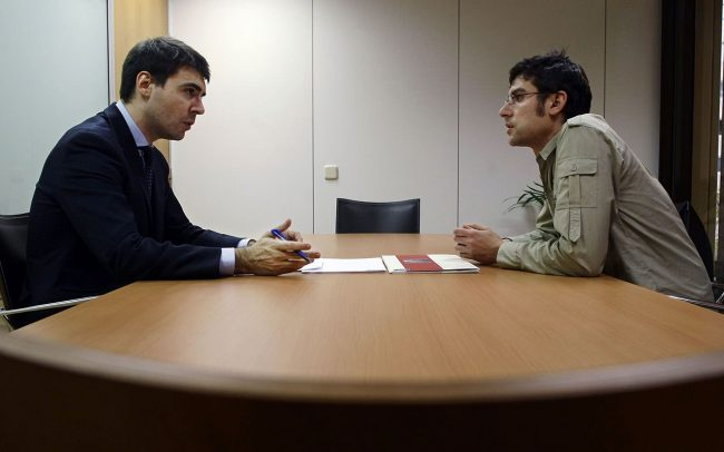 مشاوره در خصوص معاملات ، قراردهاي داخلي ، خارجي وپرونده هاي حقوقي